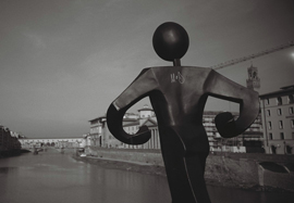 Photo of a scultpure on the Ponte Alle Grazie, Firenze (Florence)